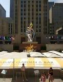 安装的芭蕾舞女演员杰夫・昆斯,洛克菲勒中心,纽约, NYC, NY,美国 免版税库存照片