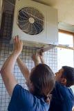 安装空调 图库摄影