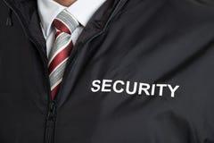 治安警卫佩带的制服以文本安全 免版税库存图片