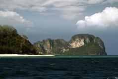 安达曼海海岛,泰国石灰石峭壁  免版税库存照片