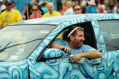 安迪Golub和他的模型在第35次每年美人鱼游行前进在科尼岛 免版税库存图片