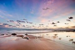 安静地离开的algarve海滩 免版税库存照片
