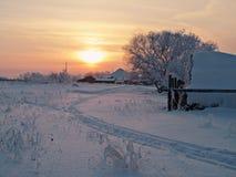安静的早晨在村庄 免版税库存图片