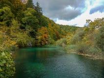 安静的湖在克罗地亚 文化和生态旅游业的概念 免版税库存照片