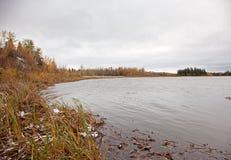 安静的湖在秋天 库存照片