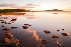 安静的湖在芬兰 免版税库存照片