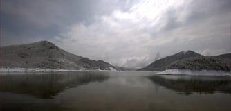 安静的湖 免版税库存图片