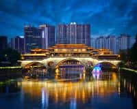 安顺桥梁在晚上,成都,中国 免版税图库摄影