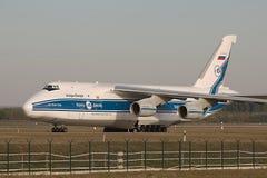 安-124货机 库存照片