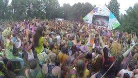 完全同步拥挤拍的手在音乐节,慢mo 股票视频