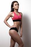 完善的体育女性模型 健康生活方式、饮食和健身 免版税库存照片