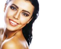 完善的在白色背景微笑隔绝的秀丽深色的妇女 免版税图库摄影