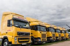 完善的敦豪航空货运公司卡车线在Truckfest的 库存照片