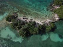 完善的海岛家庭度假 免版税库存照片