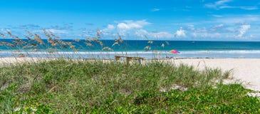 完善的海滩天气在佛罗里达 免版税图库摄影