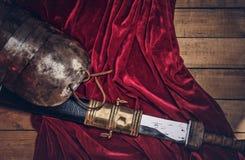 完成古希腊战士的作战设备的木板 库存图片