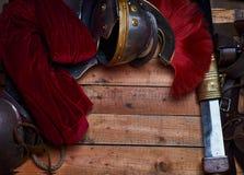 完成古希腊战士的作战设备的木板 库存照片