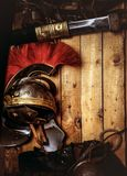 完成古希腊战士的作战设备的木板 免版税图库摄影