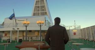 完成在舰上的人室外步行 影视素材