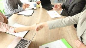 完成的生意,握手的伙伴 股票视频