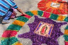 完成的被洗染的锯木屑圣洁星期四地毯,安提瓜岛,危地马拉 免版税库存图片