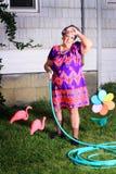 完成院子劳动的疲乏的老婆婆 免版税库存图片