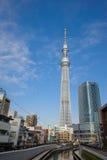 完整建筑天空东京结构树 库存图片
