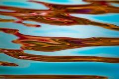 完整色彩的反射在水中 河恒河,印度 库存图片