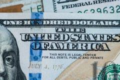 宏指令接近本富兰克林在美元票据的` s面孔 库存图片