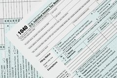 宏指令接近2017联邦税务局形式1040 库存图片