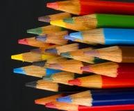 宏指令接近的木多支颜色艺术供应铅笔 免版税库存图片