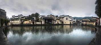 宏村村庄月亮池塘 库存照片