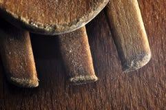宏观木匙子和叉子在木背景 免版税库存图片