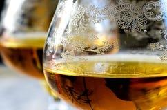 宏观杯在灰色背景的科涅克白兰地 免版税图库摄影