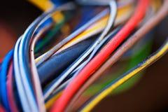 宏观照片许多五颜六色的电缆 免版税库存照片