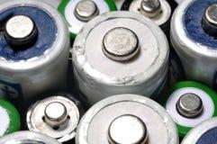宏观老使用的电池r的纹理背景不同的类型 库存图片