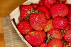 宏观草莓ina篮子3 免版税图库摄影