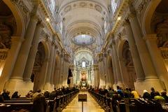 宗教人在教会里 免版税库存图片