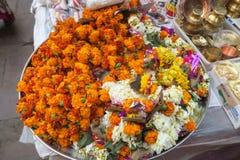 宗教传统的花花束在晚上 库存照片