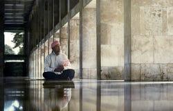 宗教回教人读的圣洁koran 库存照片