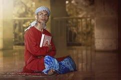 宗教回教人读的圣洁koran 免版税图库摄影