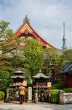 宗教在tradion和现代性之间的日本 免版税库存图片