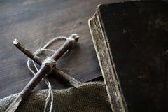 宗教汤姆书十字架粗麻布 免版税库存照片