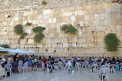 宗教犹太人,祈祷在哭墙,妇女的区段,耶路撒冷 免版税库存照片