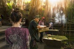 宗教仪式在猴子森林里 免版税库存照片