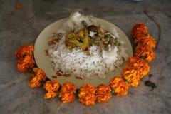 宗教崇拜的食物,佛教寺庙在豪拉,印度 免版税图库摄影