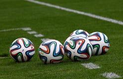 官员国际足球联合会2014年世界杯球(Brazuca) 库存照片