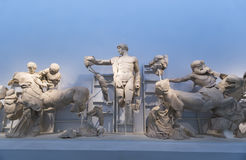 宙斯寺庙的西部山墙饰在奥林匹亚的:色萨利名骑手 免版税库存照片