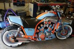 定制的山叶摩托车在小型作坊 免版税库存照片