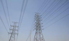 定向塔和输电线在地方路 免版税图库摄影